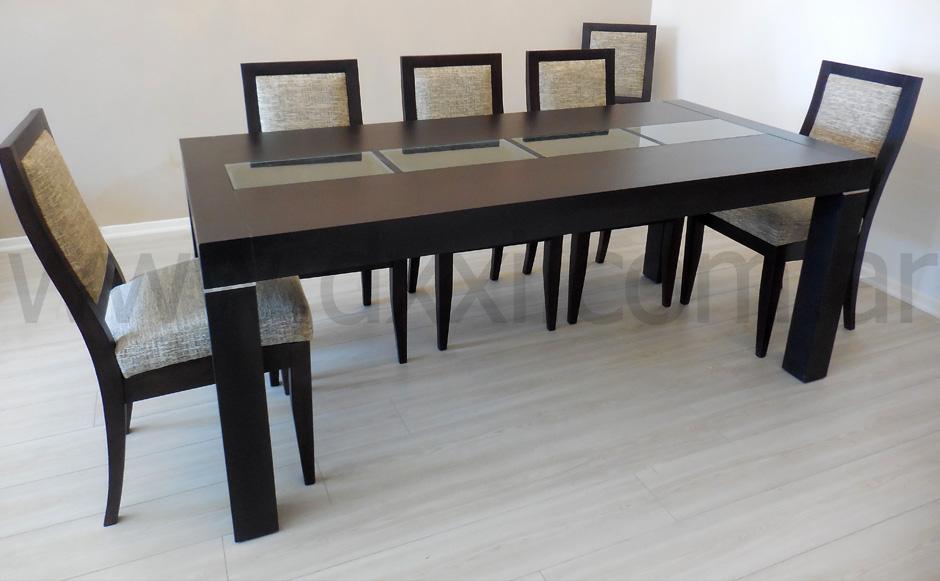 Mesa de comedor de madera enchapada y vidrio modelo Mora.