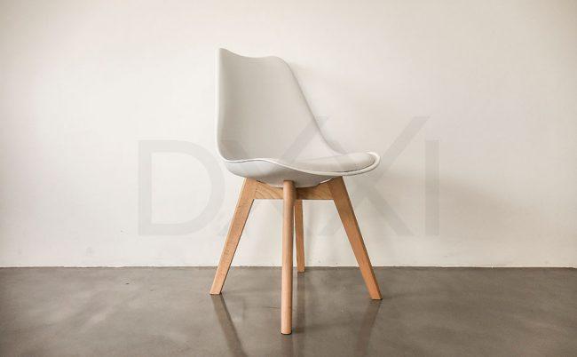 Silla Tulip con base de madera pata rectangular, DXXI importacione