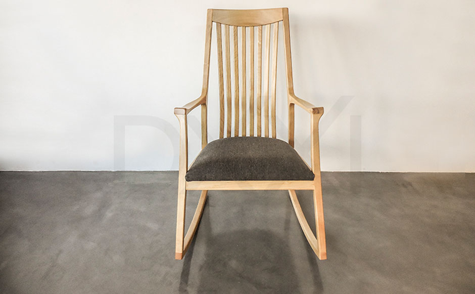 silla mecedora olsen con respaldo de madera 07