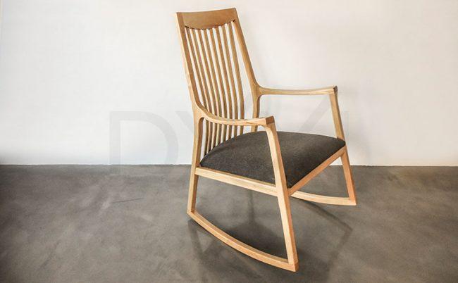 silla mecedora olsen con respaldo de madera 08