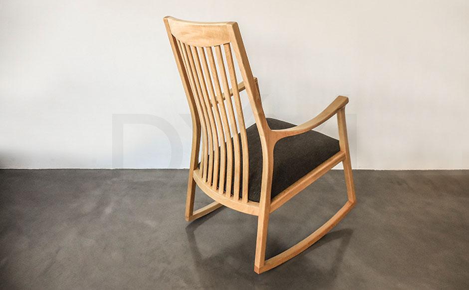 silla mecedora olsen con respaldo de madera 05