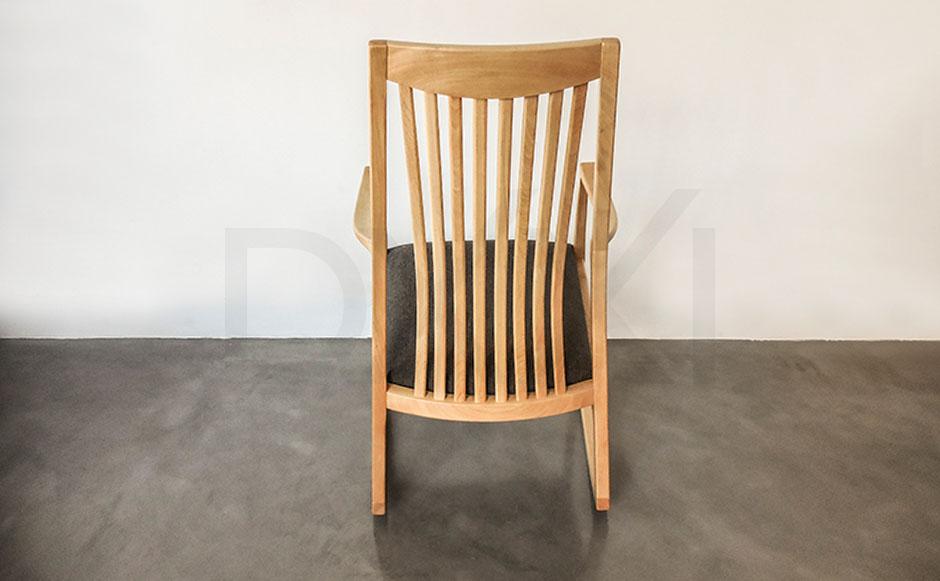 silla mecedora olsen con respaldo de madera 04