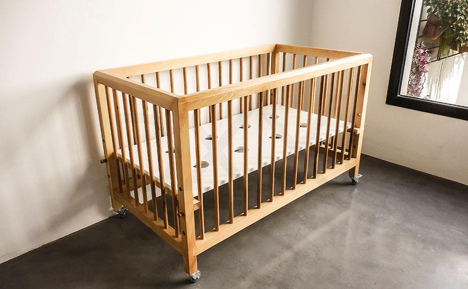 Cuna de madera modelo Pinocho, DXXI Fabrica de muebles contemporaneos